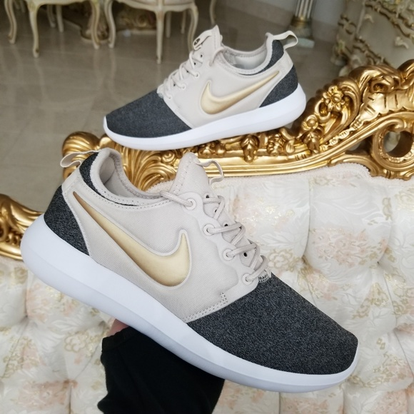 finest selection 61abb d42b4 Nike Roshe Two Knit Light Orewood Brown. M 5b7798291b32944b19110571